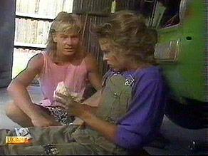 Scott Robinson, Charlene Mitchell in Neighbours Episode 0686