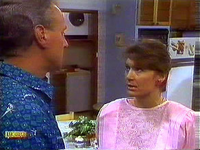 Jim Robinson, Beverly Marshall in Neighbours Episode 0689