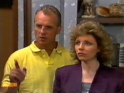 Jim Robinson, Beverly Marshall in Neighbours Episode 0950