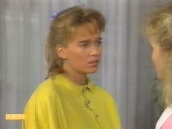 Bronwyn Davies, Sharon Davies in Neighbours Episode 0952