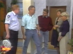 Sgt. Mooney, Jim Robinson, Nick Page, Beverly Robinson, Helen Daniels in Neighbours Episode 0953