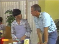 Hilary Robinson, Jim Robinson in Neighbours Episode 0954