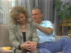 Beverly Robinson, Jim Robinson in Neighbours Episode 0955