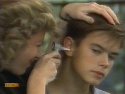 Beverly Robinson, Todd Landers in Neighbours Episode 0956