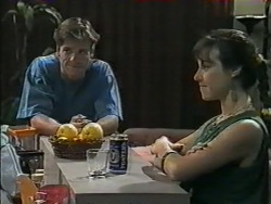 Mike Young, Kerry Bishop in Neighbours Episode 0968