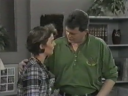 Gail Robinson, Des Clarke in Neighbours Episode 0972