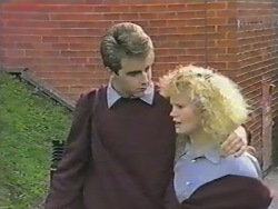 Nick Page, Sharon Davies in Neighbours Episode 0975