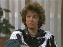 Gloria Lewis in Neighbours Episode 0975