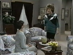 Hilary Robinson, Gloria Lewis in Neighbours Episode 0976