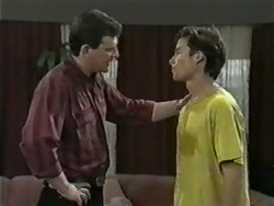 Des Clarke, Mike Young in Neighbours Episode 0976