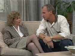 Beverly Robinson, Jim Robinson in Neighbours Episode 0979