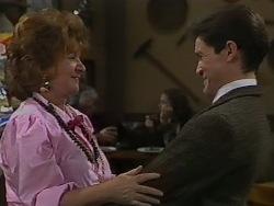 Gloria Lewis, Dean Gardner in Neighbours Episode 0980