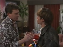 Des Clarke, Mike Young in Neighbours Episode 0982