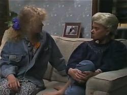 Sharon Davies, Helen Daniels in Neighbours Episode 0982