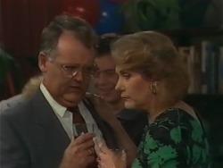 Harold Bishop, Madge Bishop in Neighbours Episode 0983