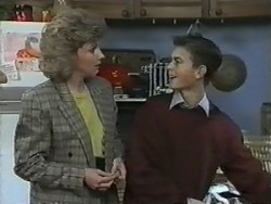 Beverly Marshall, Todd Landers in Neighbours Episode 0988