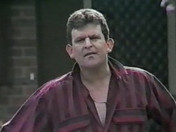 Des Clarke in Neighbours Episode 0988