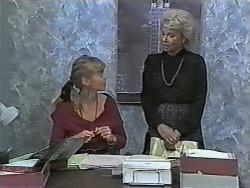 Jane Harris, Helen Daniels in Neighbours Episode 0989