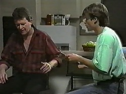 Des Clarke, Mike Young in Neighbours Episode 0989