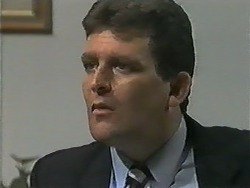 Des Clarke in Neighbours Episode 0989
