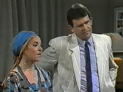 Kerry Bishop, Des Clarke in Neighbours Episode 0991