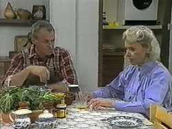 Jim Robinson, Helen Daniels in Neighbours Episode 0992