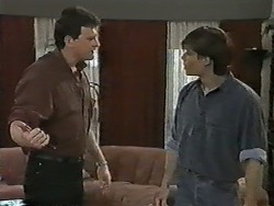Des Clarke, Mike Young in Neighbours Episode 0992