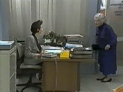Gail Robinson, Pearl Barker in Neighbours Episode 0993