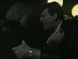 Jane Harris, Des Clarke in Neighbours Episode 0995