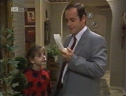 Hannah Martin, Philip Martin in Neighbours Episode 1946