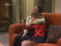 Julie Robinson, Hannah Martin in Neighbours Episode 1946
