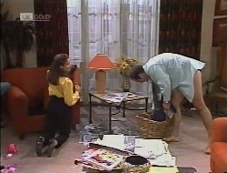 Julie Robinson, Philip Martin in Neighbours Episode 1946