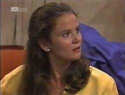 Julie Robinson in Neighbours Episode 1946