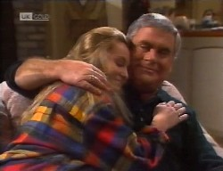 Lauren Carpenter, Lou Carpenter in Neighbours Episode 1998