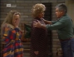 Lauren Carpenter, Cheryl Stark, Lou Carpenter in Neighbours Episode 1998