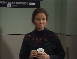 Julie Robinson in Neighbours Episode 1998