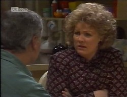 Lou Carpenter, Cheryl Stark in Neighbours Episode 1998