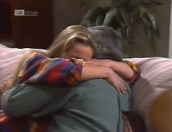 Lauren Turner, Lou Carpenter in Neighbours Episode 1999