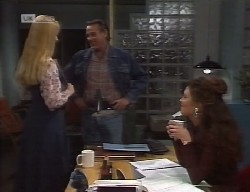 Phoebe Bright, Doug Willis, Gaby Willis in Neighbours Episode 1999