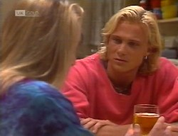Lauren Turner, Brad Willis in Neighbours Episode 1999