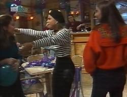 Julie Martin, Lucy Robinson, Wayne Duncan, Beth Brennan in Neighbours Episode 1999
