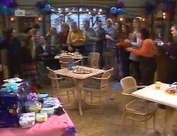 Julie Robinson, Hannah Martin, Lucy Robinson, Mark Gottlieb, Stephen Gottlieb, Lauren Turner, Cheryl Stark, Lou Carpenter, Doug Willis, Philip Martin in Neighbours Episode 1999