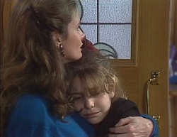 Julie Robinson, Hannah Martin in Neighbours Episode 2000