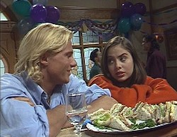 Brad Willis, Rick Alessi, Beth Brennan, Wayne Duncan in Neighbours Episode 2000