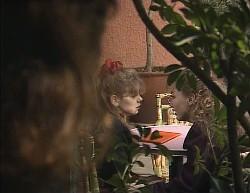 Julie Martin, Hannah Martin, Debbie Martin in Neighbours Episode 2000