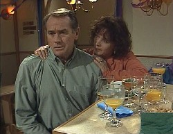 Doug Willis, Pam Willis in Neighbours Episode 2000