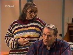Pam Willis, Doug Willis  in Neighbours Episode 2236