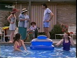 Bianca Zanotti, Cody Willis, Marlene Kratz, Helen Daniels, Sam Kratz, Ren Gottlieb in Neighbours Episode 2307