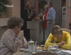 Marlene Kratz, Linda Carpenter, Cheryl Stark, Lou Carpenter, Danni Stark in Neighbours Episode 2528