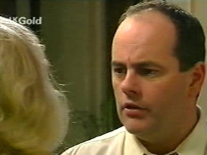 Madge Bishop, Philip Martin in Neighbours Episode 2922